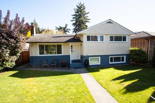 """Photo 2: Photos: 953 DRAYTON Street in North Vancouver: Calverhall House for sale in """"CALVERHALL"""" : MLS®# R2112322"""