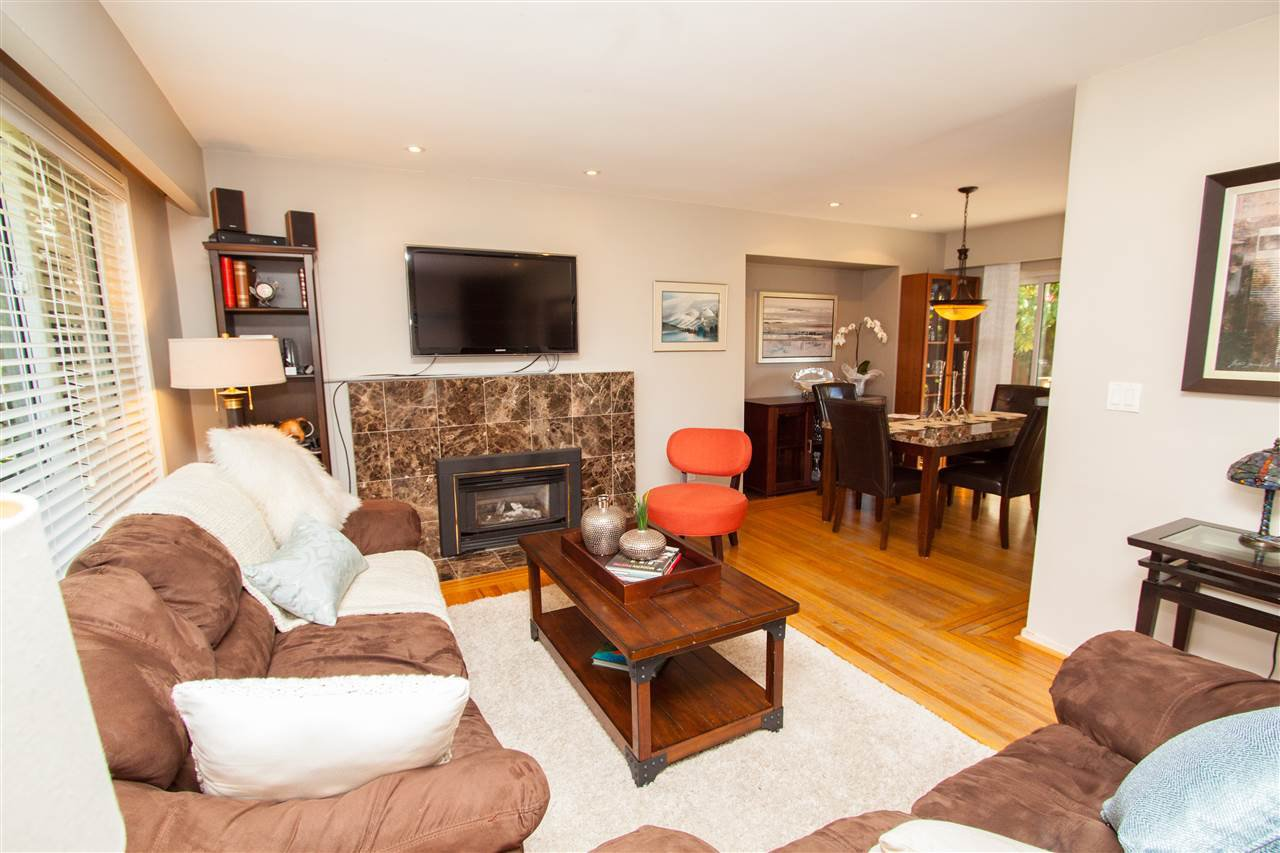 """Photo 5: Photos: 953 DRAYTON Street in North Vancouver: Calverhall House for sale in """"CALVERHALL"""" : MLS®# R2112322"""