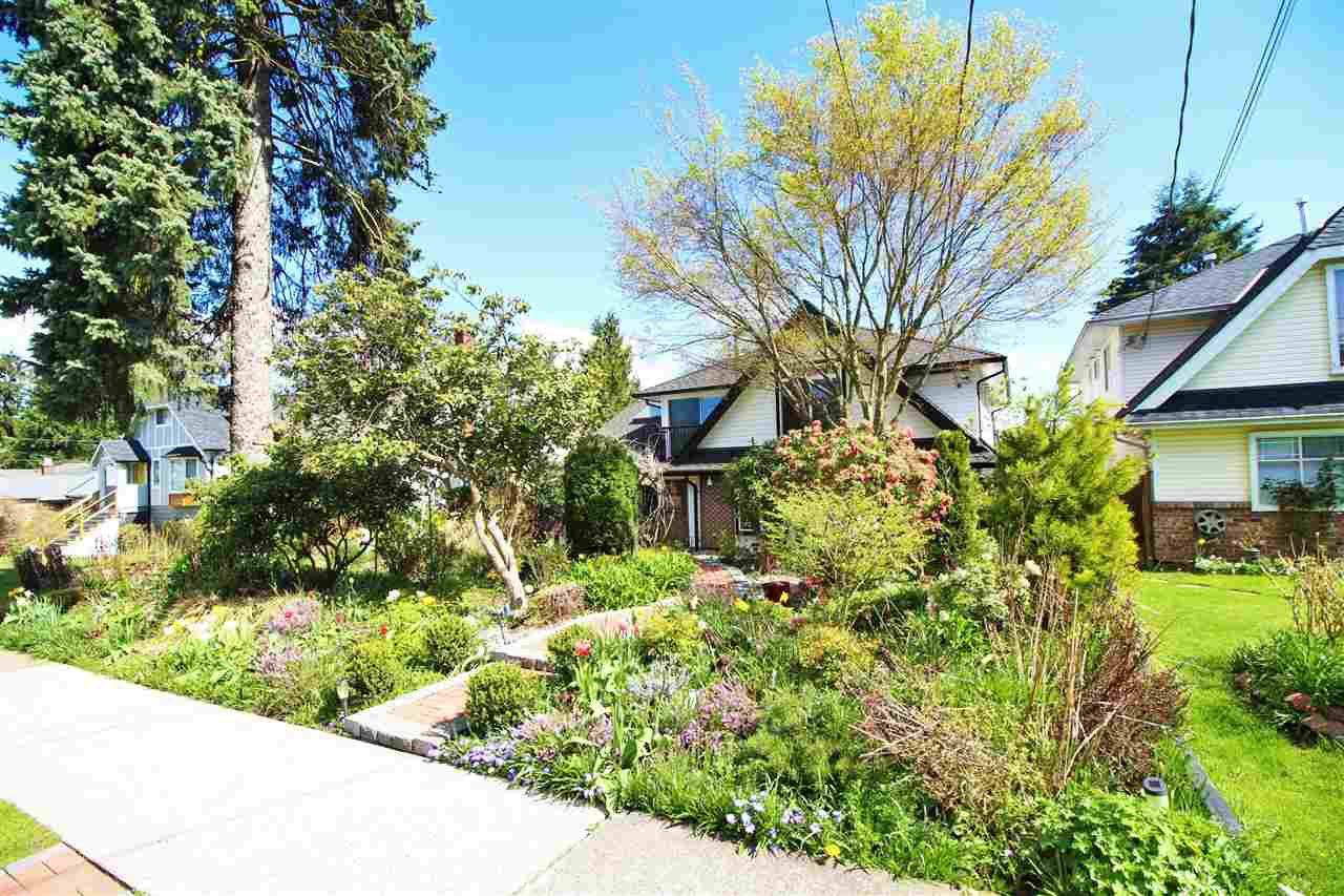 """Main Photo: 829 FIFTH Street in New Westminster: GlenBrooke North House for sale in """"UPPER GLENBROOK"""" : MLS®# R2158768"""