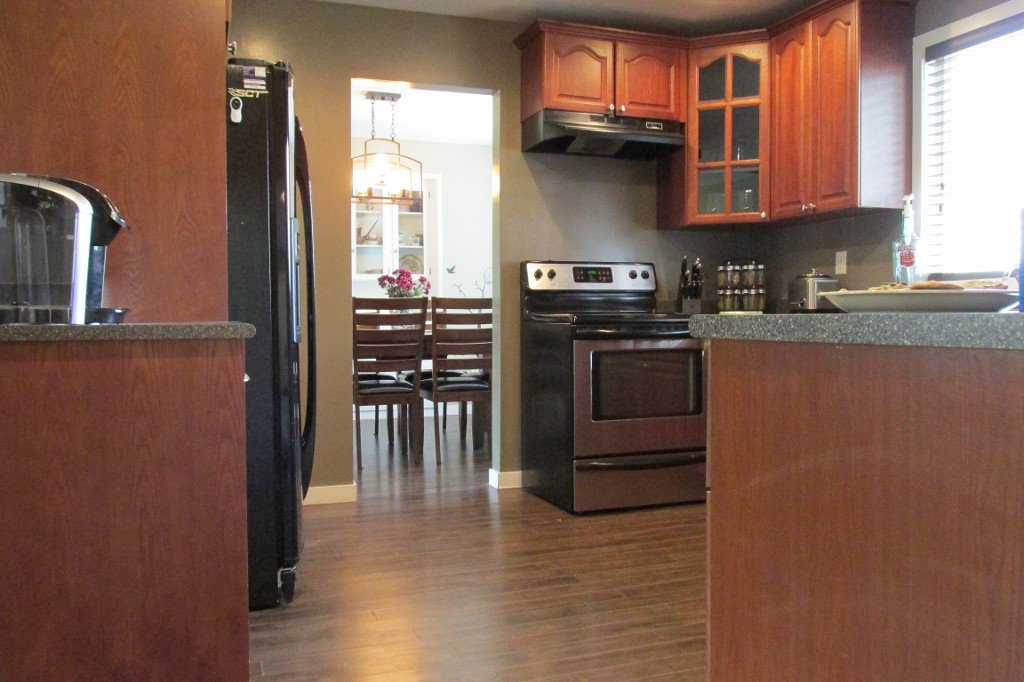 Photo 8: Photos: 2329 Imperial Street in Abbotsford: Abbotsford West House for sale : MLS®# R2190203