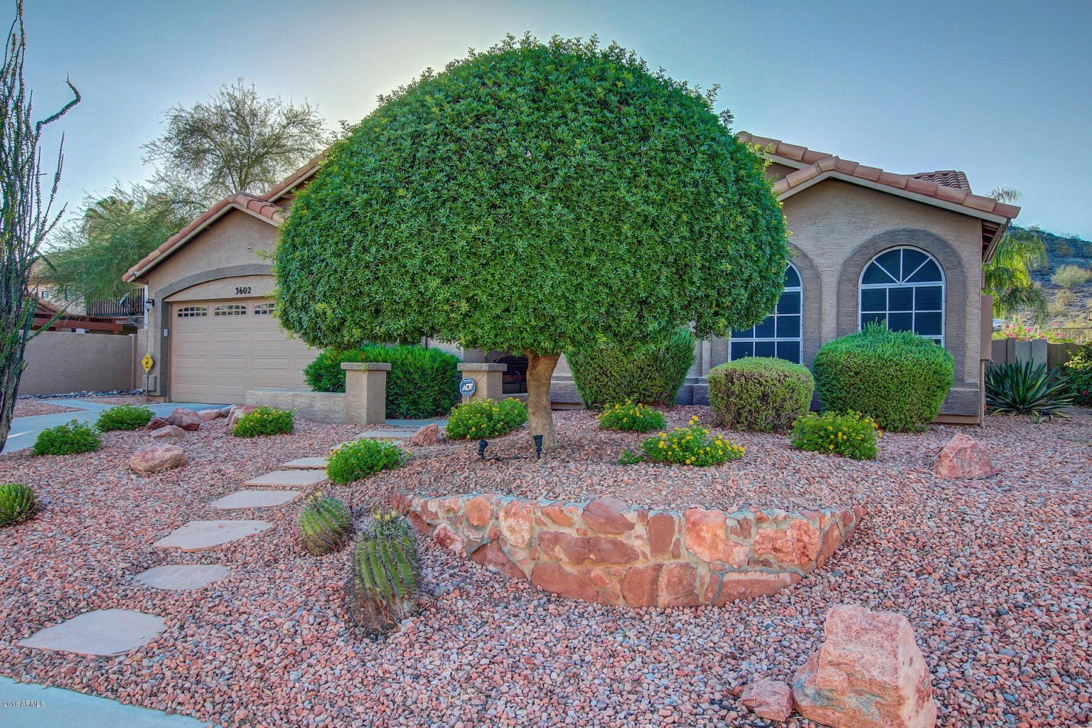 Photo 2: Photos: 3602 E Mountain Sky Avenue in Phoenix: Ahwatukee House for sale : MLS®# 5462780