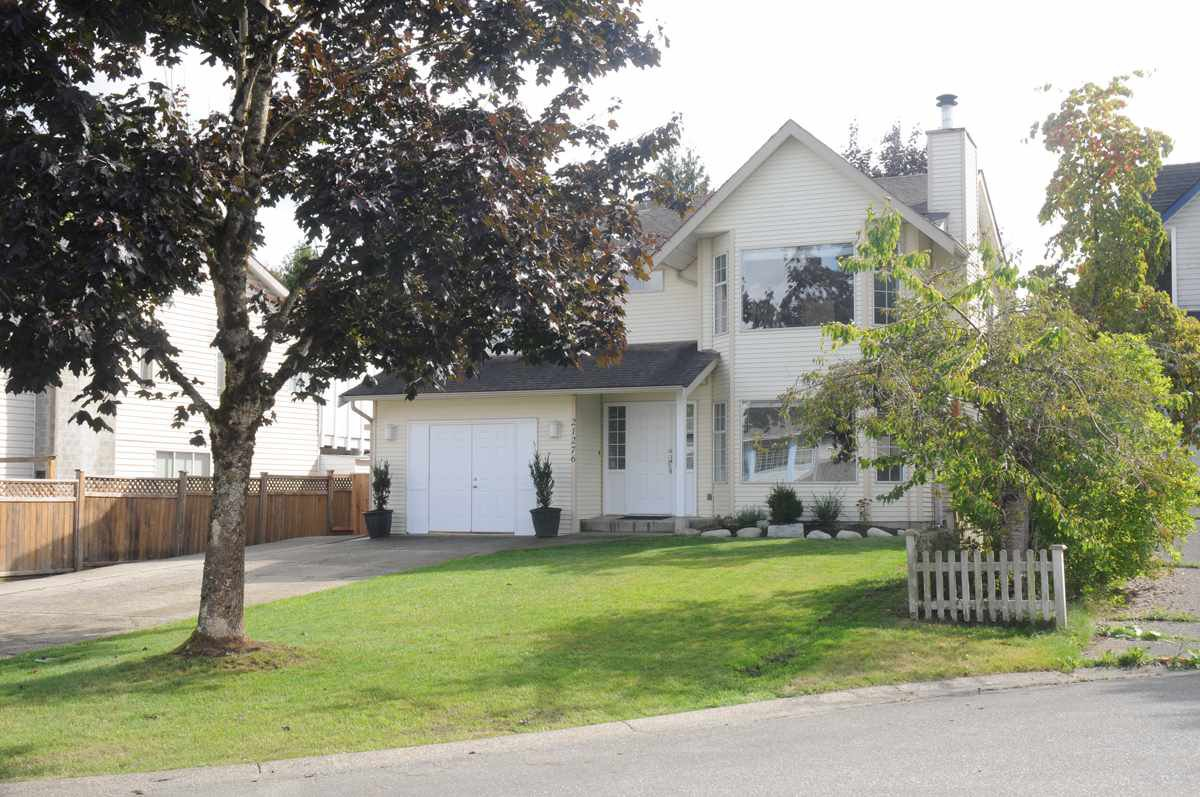 Main Photo: 21276 89A Avenue in Langley: Walnut Grove House for sale : MLS®# R2306284