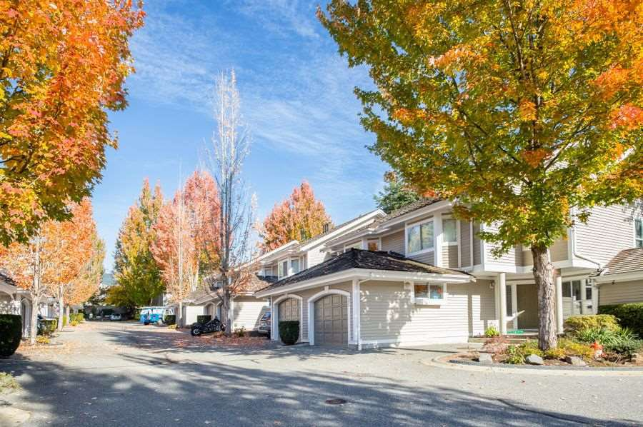 "Main Photo: 35 650 ROCHE POINT Drive in North Vancouver: Roche Point Townhouse for sale in ""RAVEN WOODS"" : MLS®# R2324216"
