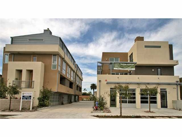 Main Photo: MISSION HILLS Townhouse for sale : 2 bedrooms : 3984 Dove St in San Diego