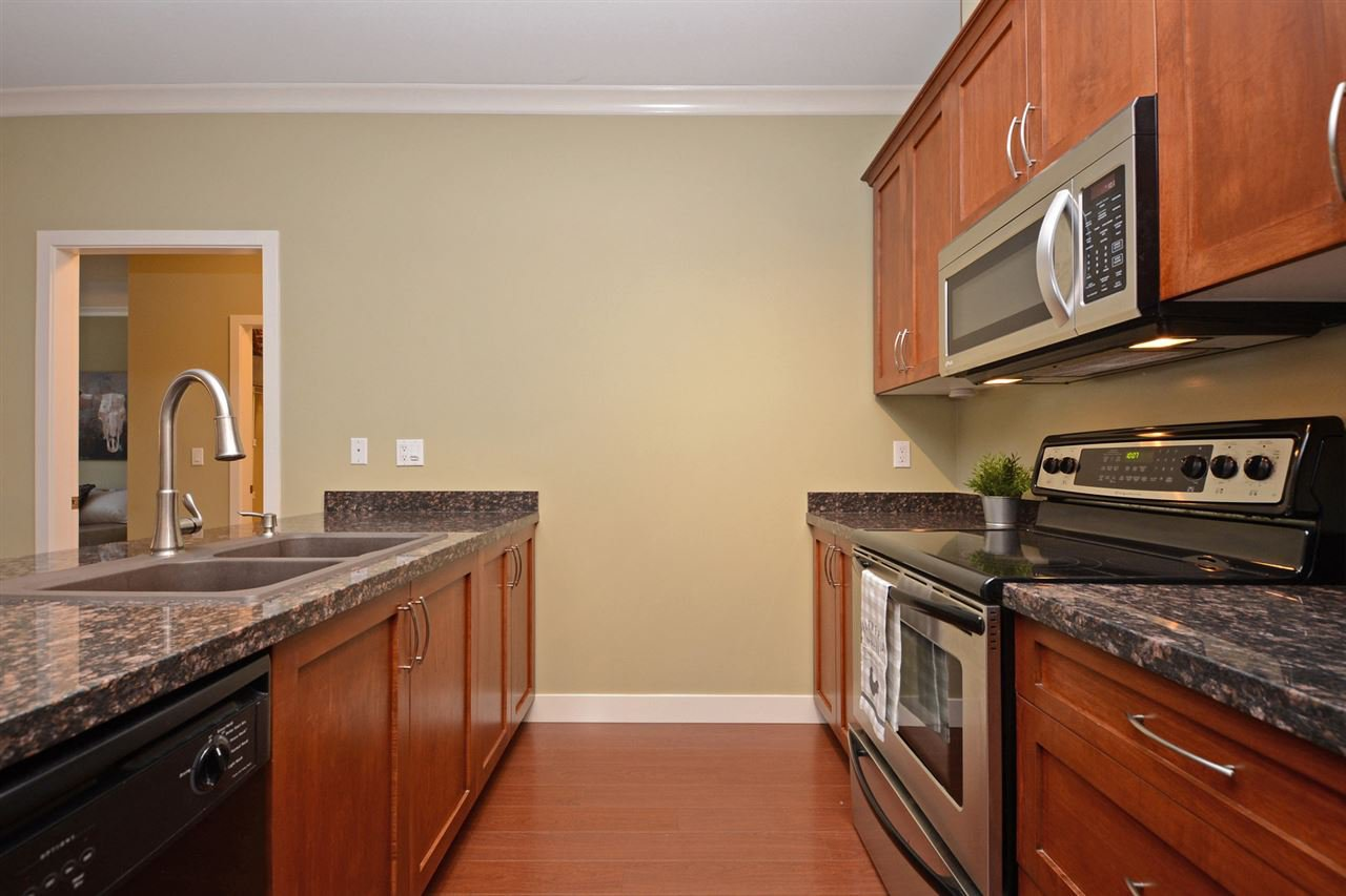 "Photo 5: Photos: 205 1375 VIEW Crescent in Delta: Beach Grove Condo for sale in ""FAIRVIEW 56"" (Tsawwassen)  : MLS®# R2372065"