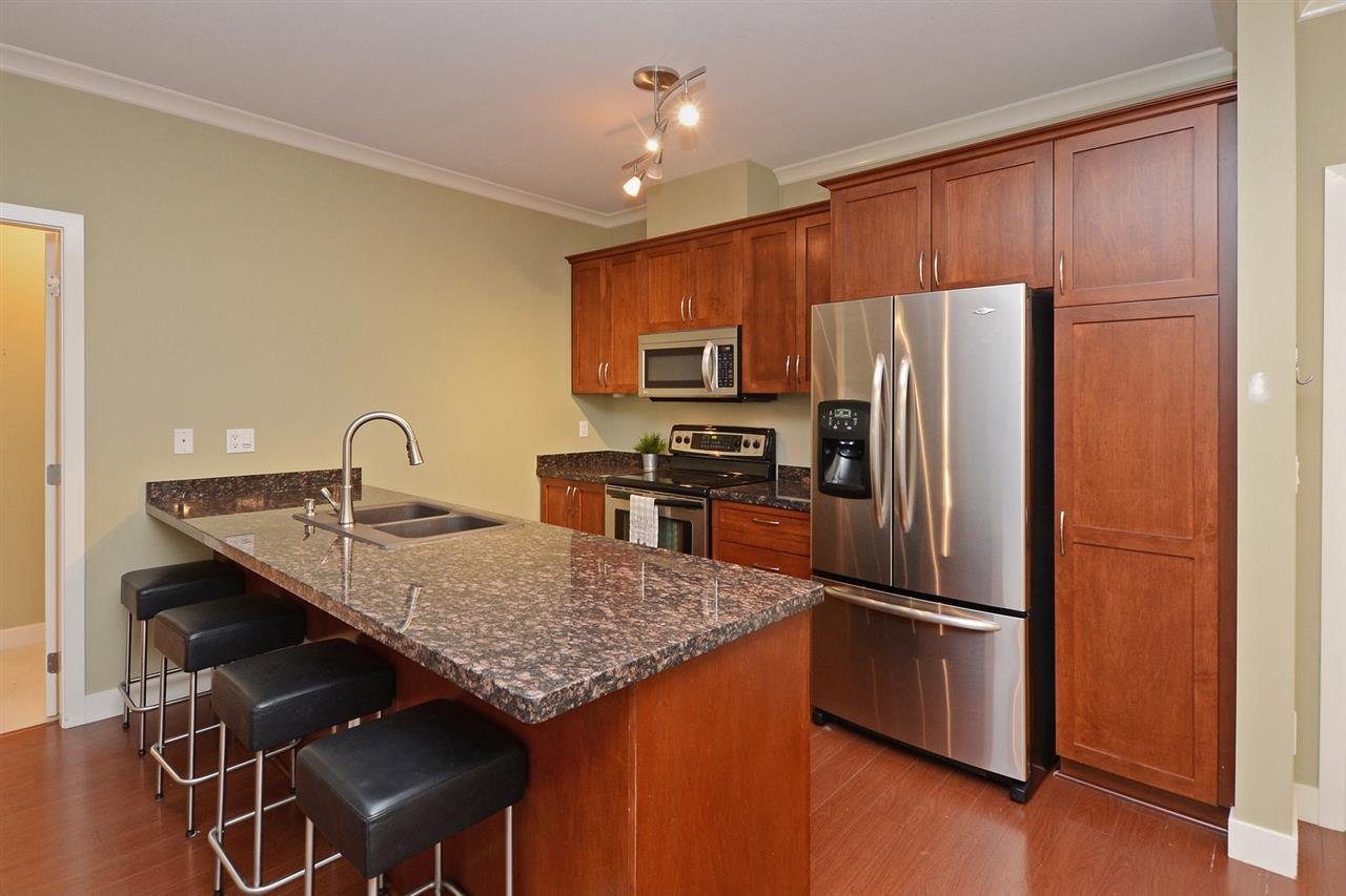 "Photo 1: Photos: 205 1375 VIEW Crescent in Delta: Beach Grove Condo for sale in ""FAIRVIEW 56"" (Tsawwassen)  : MLS®# R2372065"