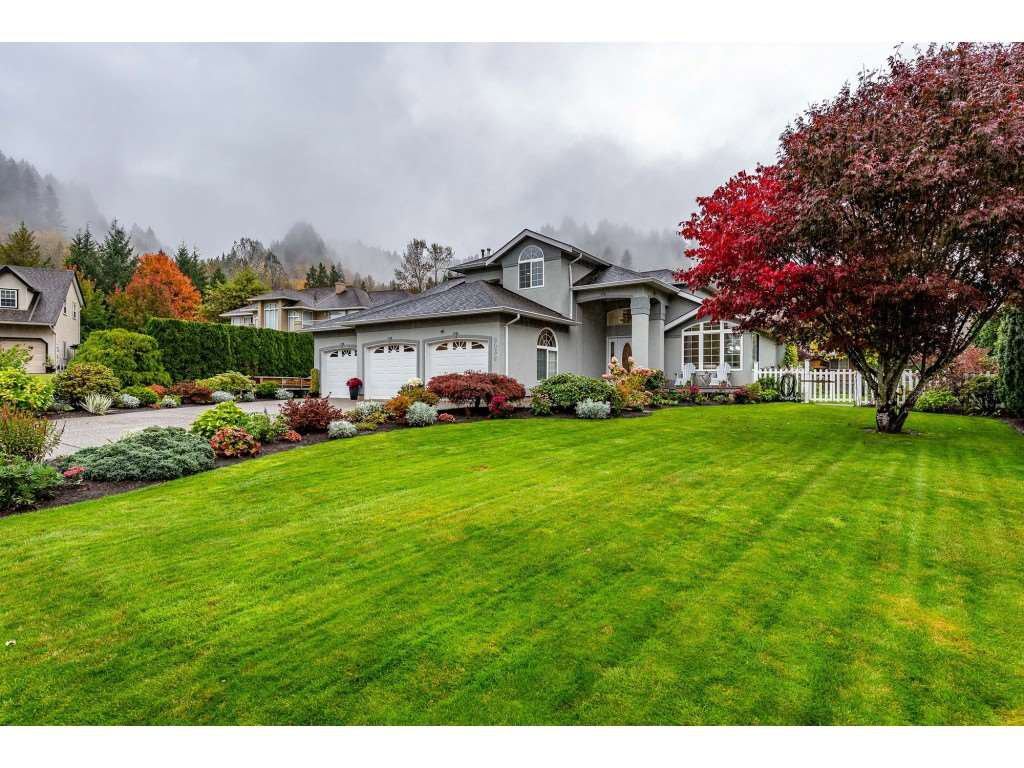 "Main Photo: 5032 WHITEWATER Place in Sardis - Chwk River Valley: Chilliwack River Valley House for sale in ""RIVERBEND"" (Sardis)  : MLS®# R2411359"