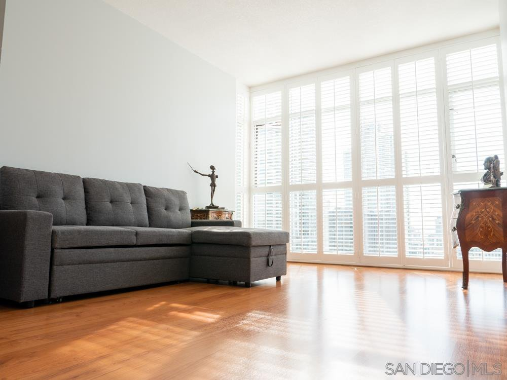 Main Photo: DOWNTOWN Condo for sale : 2 bedrooms : 850 Beech Street #907 in San Diego