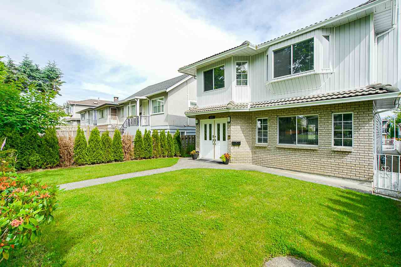 Photo 3: Photos: 3373 E 2ND Avenue in Vancouver: Renfrew VE House for sale (Vancouver East)  : MLS®# R2481894