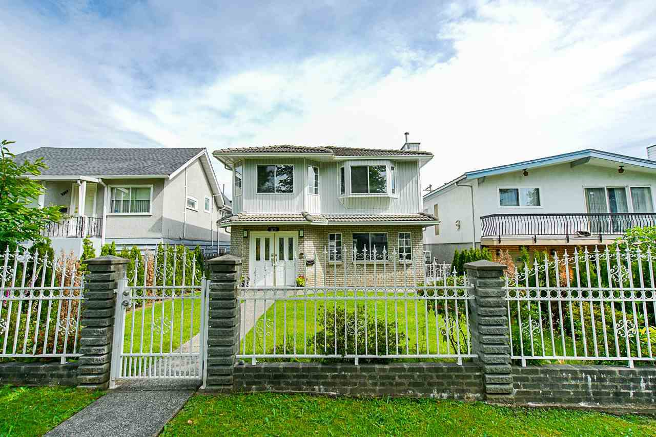 Photo 2: Photos: 3373 E 2ND Avenue in Vancouver: Renfrew VE House for sale (Vancouver East)  : MLS®# R2481894