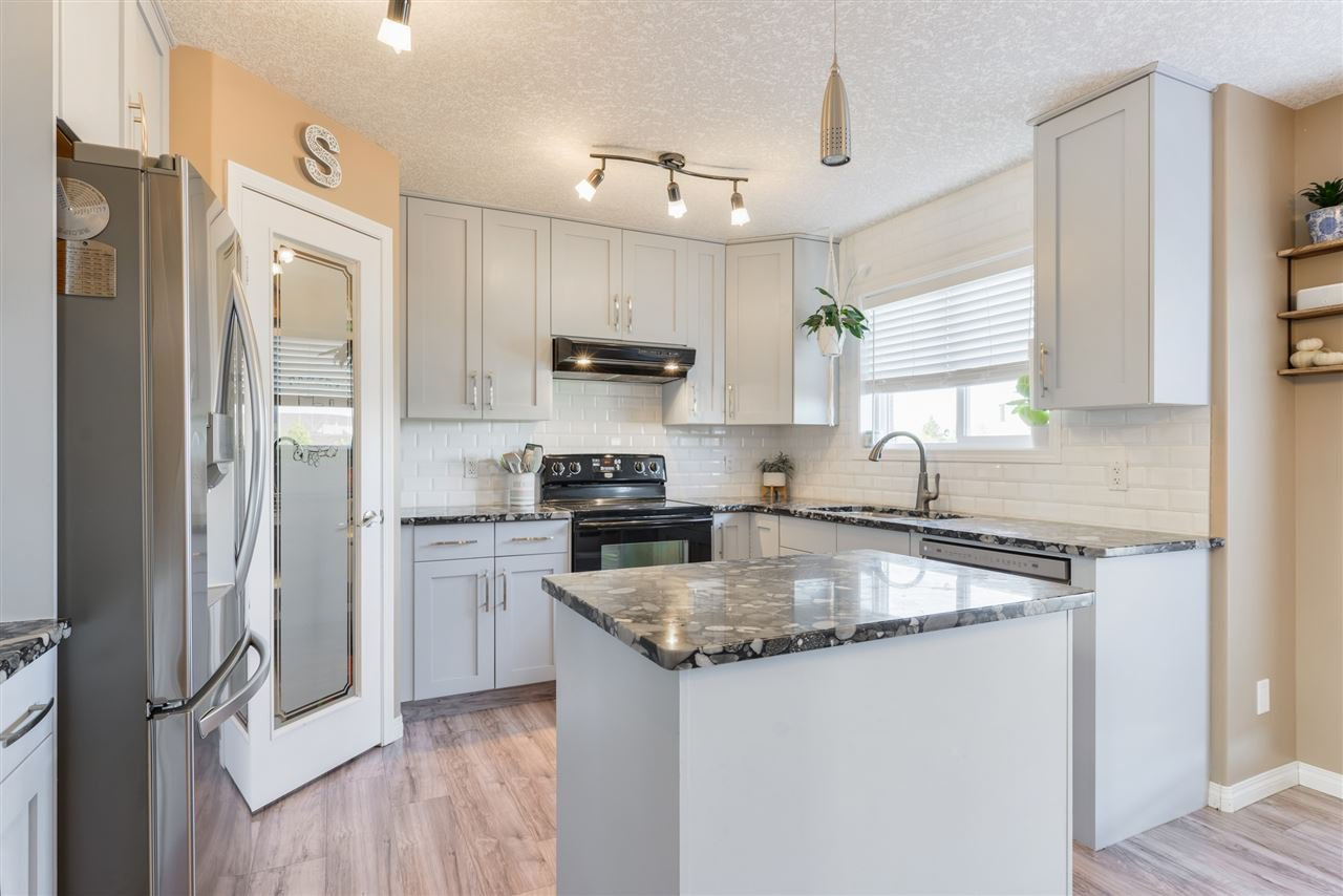 Main Photo: 108 Houle Drive: Morinville House for sale : MLS®# E4217217