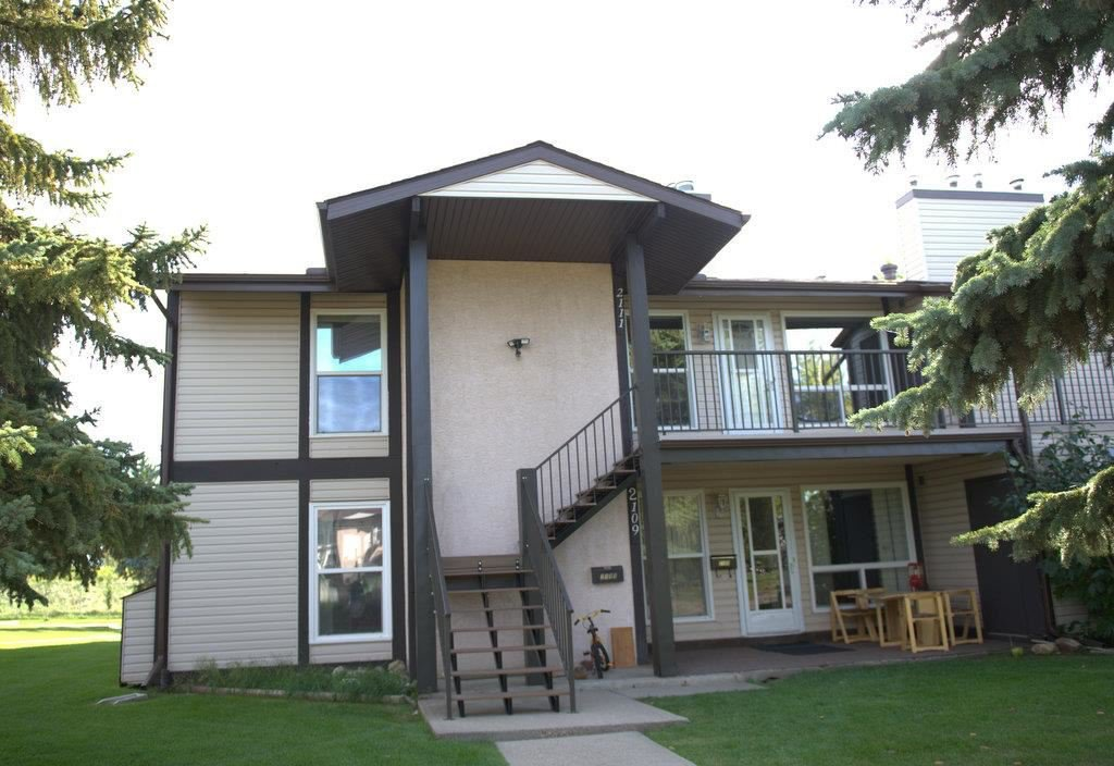 Main Photo: 2111 SADDLEBACK Road in Edmonton: Zone 16 Carriage for sale : MLS®# E4224358