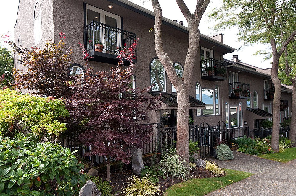 Main Photo: 1593 LARCH Street in Vancouver: Kitsilano Townhouse for sale (Vancouver West)  : MLS®# V920801