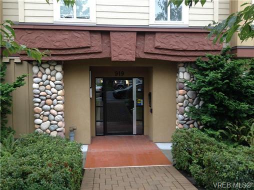 Main Photo: 202 919 Market St in VICTORIA: Vi Hillside Condo for sale (Victoria)  : MLS®# 683540