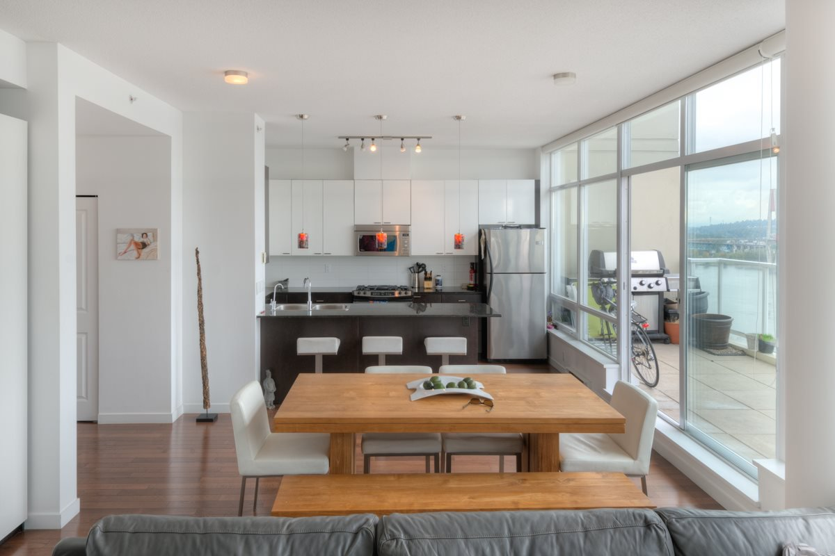 """Photo 7: Photos: PH4 39 SIXTH Street in New Westminster: Downtown NW Condo for sale in """"QUANTUM"""" : MLS®# R2008758"""
