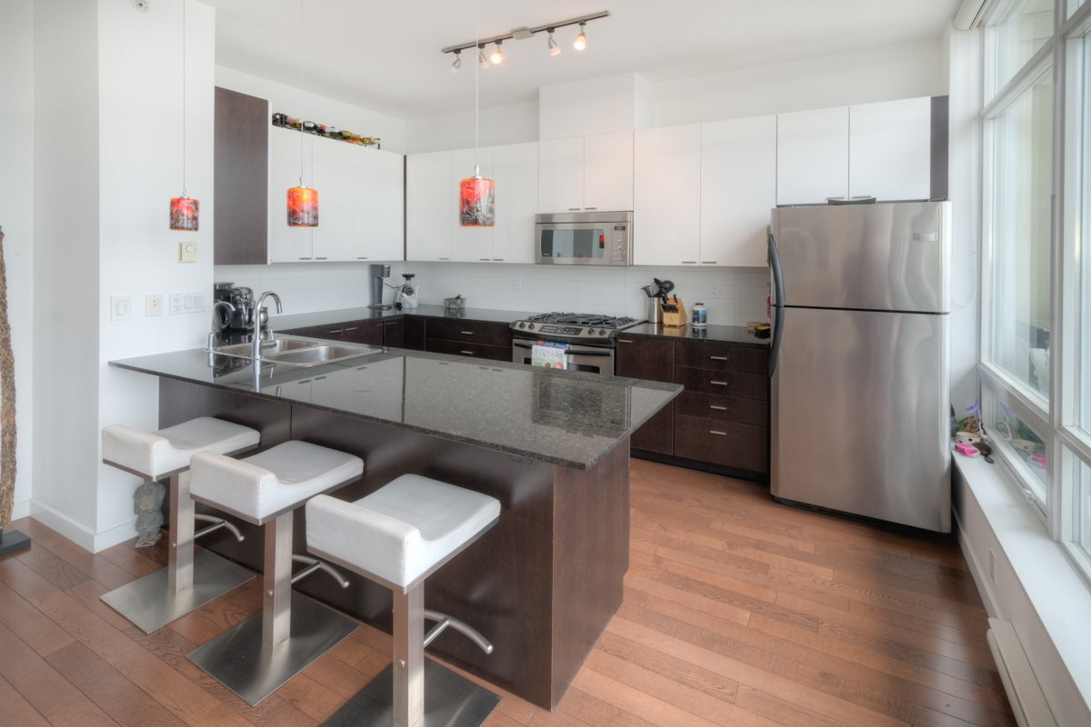 """Photo 2: Photos: PH4 39 SIXTH Street in New Westminster: Downtown NW Condo for sale in """"QUANTUM"""" : MLS®# R2008758"""