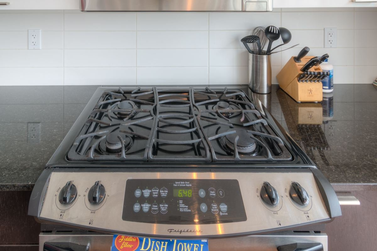 """Photo 6: Photos: PH4 39 SIXTH Street in New Westminster: Downtown NW Condo for sale in """"QUANTUM"""" : MLS®# R2008758"""