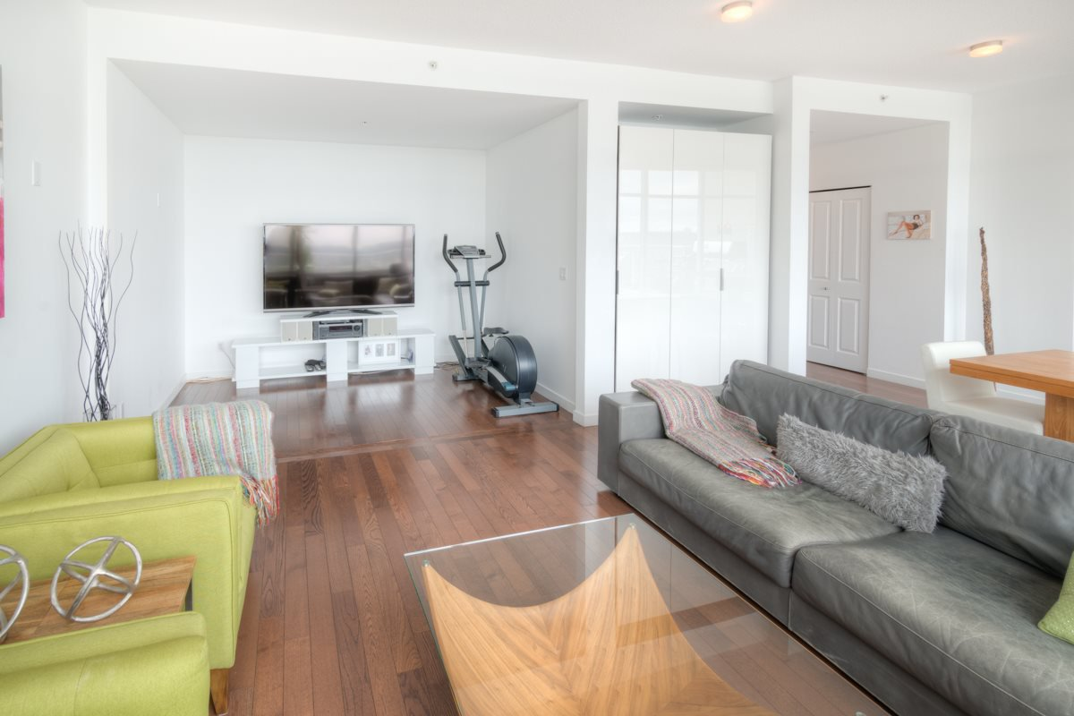 """Photo 11: Photos: PH4 39 SIXTH Street in New Westminster: Downtown NW Condo for sale in """"QUANTUM"""" : MLS®# R2008758"""