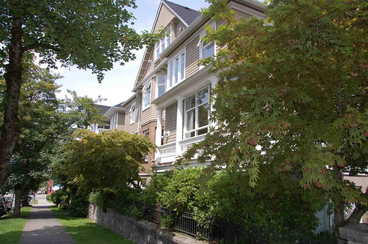"""Main Photo: 206 2588 ALDER Street in Vancouver: Fairview VW Condo for sale in """"BOLLERT PLACE"""" (Vancouver West)  : MLS®# R2072024"""