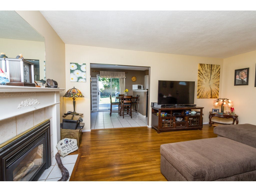 Photo 4: Photos: 11266 LOUGHREN Drive in Surrey: Bolivar Heights House for sale (North Surrey)  : MLS®# R2111434