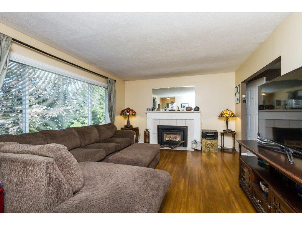 Photo 3: Photos: 11266 LOUGHREN Drive in Surrey: Bolivar Heights House for sale (North Surrey)  : MLS®# R2111434