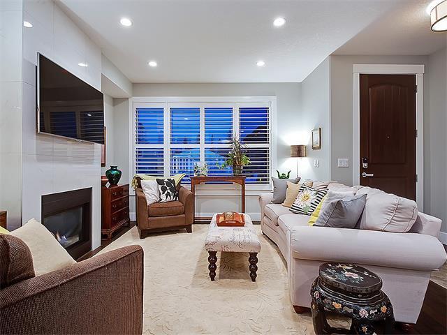 Photo 3: Photos: 1 2423A 29 Street SW in Calgary: Killarney/Glengarry House for sale : MLS®# C4103400