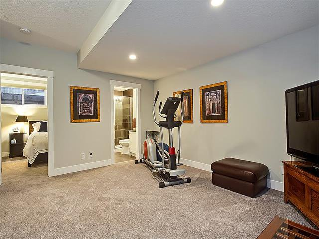 Photo 18: Photos: 1 2423A 29 Street SW in Calgary: Killarney/Glengarry House for sale : MLS®# C4103400