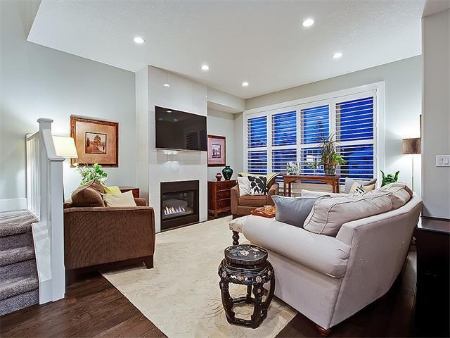 Photo 2: Photos: 1 2423A 29 Street SW in Calgary: Killarney/Glengarry House for sale : MLS®# C4103400