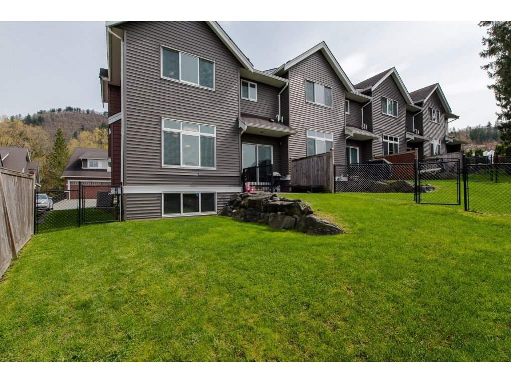 "Photo 19: Photos: 9 46808 HUDSON Road in Chilliwack: Promontory Townhouse for sale in ""Cedar Springs"" (Sardis)  : MLS®# R2258017"
