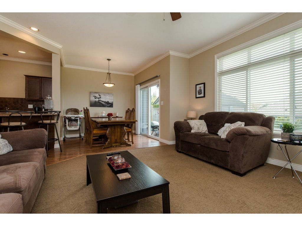 "Photo 11: Photos: 9 46808 HUDSON Road in Chilliwack: Promontory Townhouse for sale in ""Cedar Springs"" (Sardis)  : MLS®# R2258017"