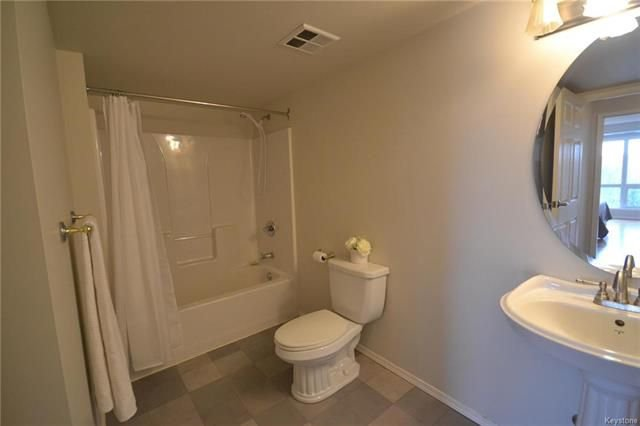 Photo 12: Photos: 609 500 Tache Avenue in Winnipeg: St Boniface Condominium for sale (2A)  : MLS®# 1811343