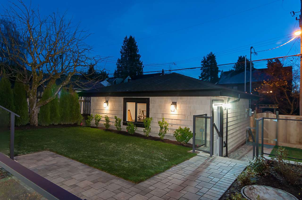 Photo 3: Photos: 3948 W 24TH Avenue in Vancouver: Dunbar House for sale (Vancouver West)  : MLS®# R2333295