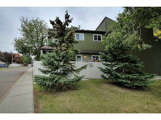 Main Photo: 144 Kaskitayo CT in Edmonton: Zone 16 Townhouse for sale : MLS®# E4151800