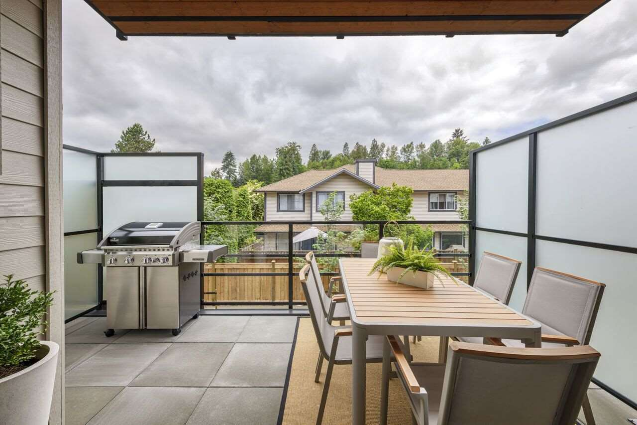 """Photo 11: Photos: 104 2565 RUNNEL Drive in Coquitlam: Eagle Ridge CQ Townhouse for sale in """"Dwell24"""" : MLS®# R2371933"""