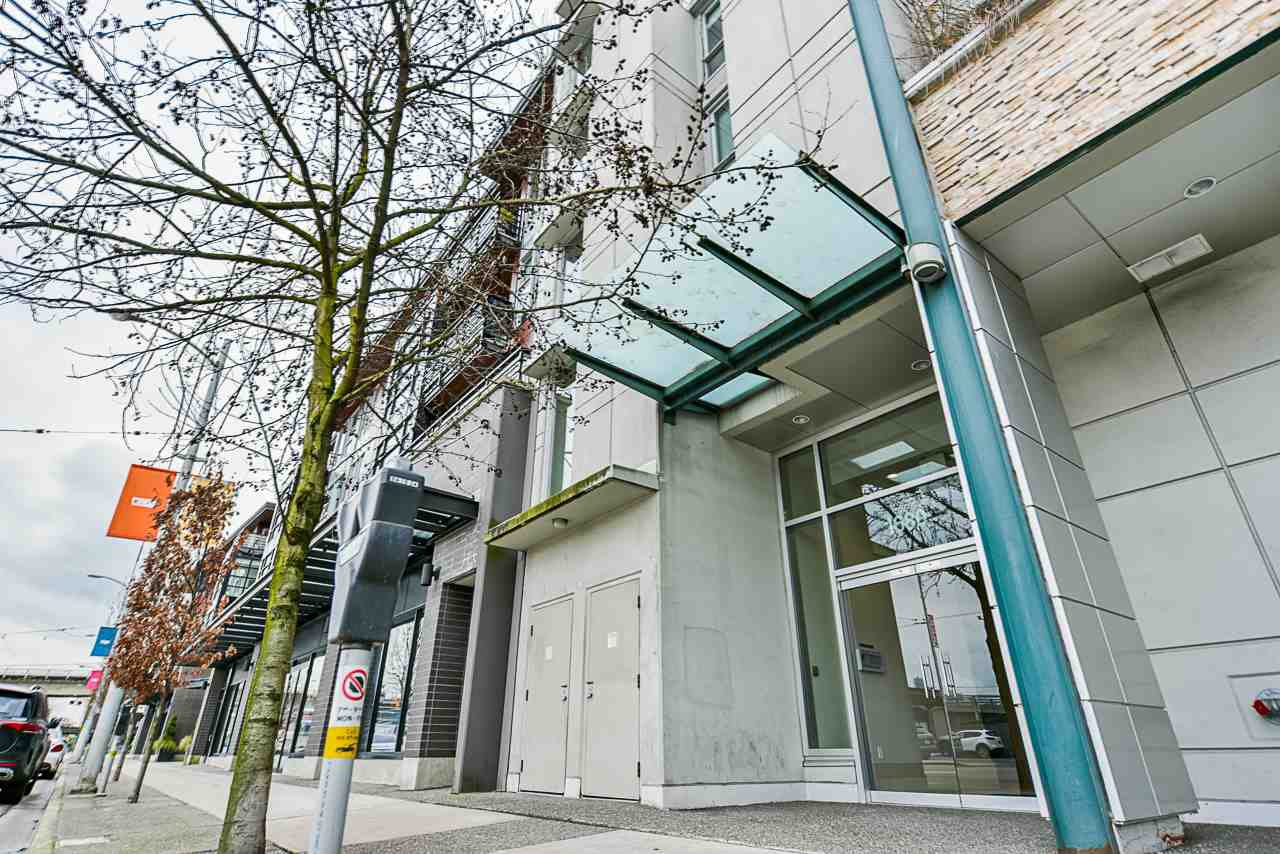 Main Photo: 309 1680 W 4TH Avenue in Vancouver: False Creek Condo for sale (Vancouver West)  : MLS®# R2464223