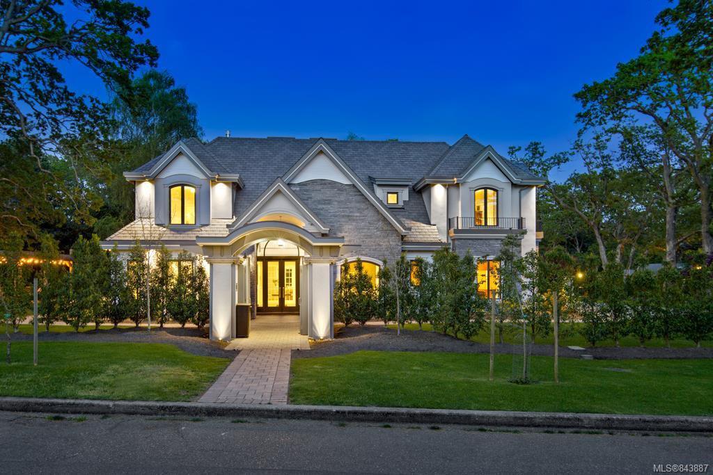 Main Photo: 2810 Lansdowne Rd in Oak Bay: OB Uplands Single Family Detached for sale : MLS®# 843887