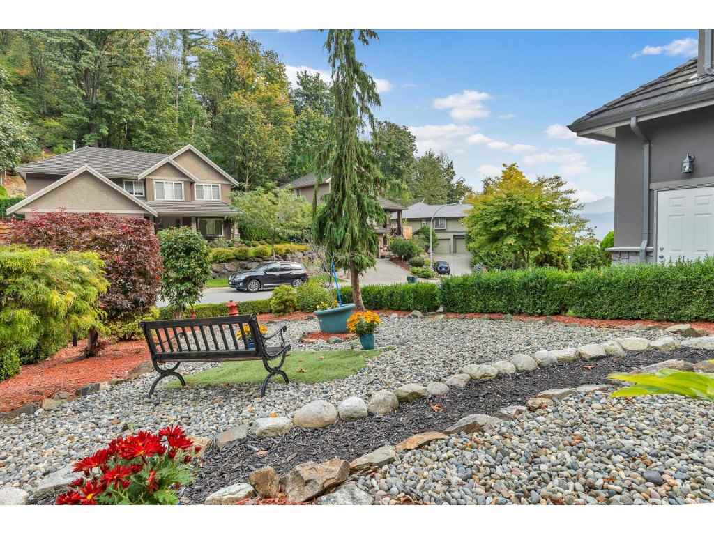 Photo 3: Photos: 35734 REGAL Parkway in Abbotsford: Abbotsford East House for sale : MLS®# R2504492