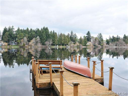 Main Photo: 948 Page Avenue in VICTORIA: La Glen Lake Residential for sale (Langford)  : MLS®# 320355