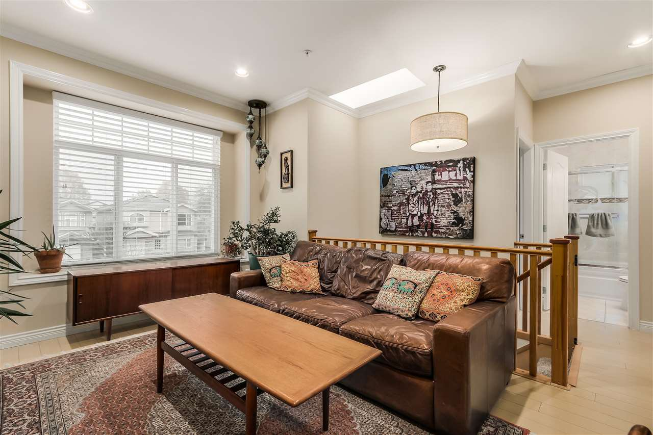 Photo 4: Photos: 4835 CULLODEN Street in Vancouver: Knight House for sale (Vancouver East)  : MLS®# R2019498