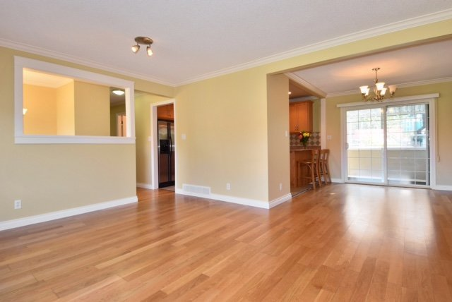 Photo 6: Photos: 104 HARVEY Street in New Westminster: The Heights NW House for sale : MLS®# R2124732