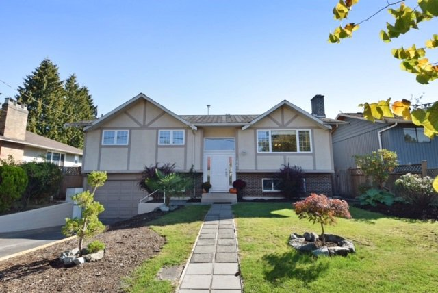 Photo 1: Photos: 104 HARVEY Street in New Westminster: The Heights NW House for sale : MLS®# R2124732