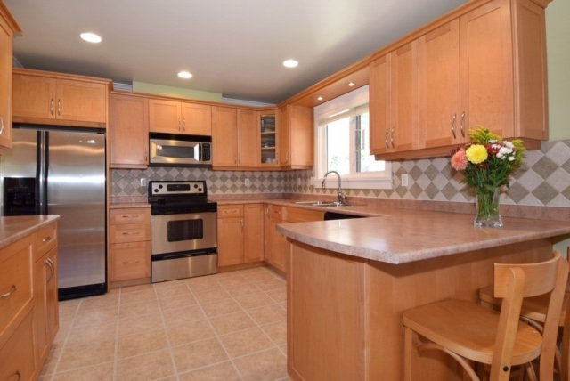 Photo 3: Photos: 104 HARVEY Street in New Westminster: The Heights NW House for sale : MLS®# R2124732