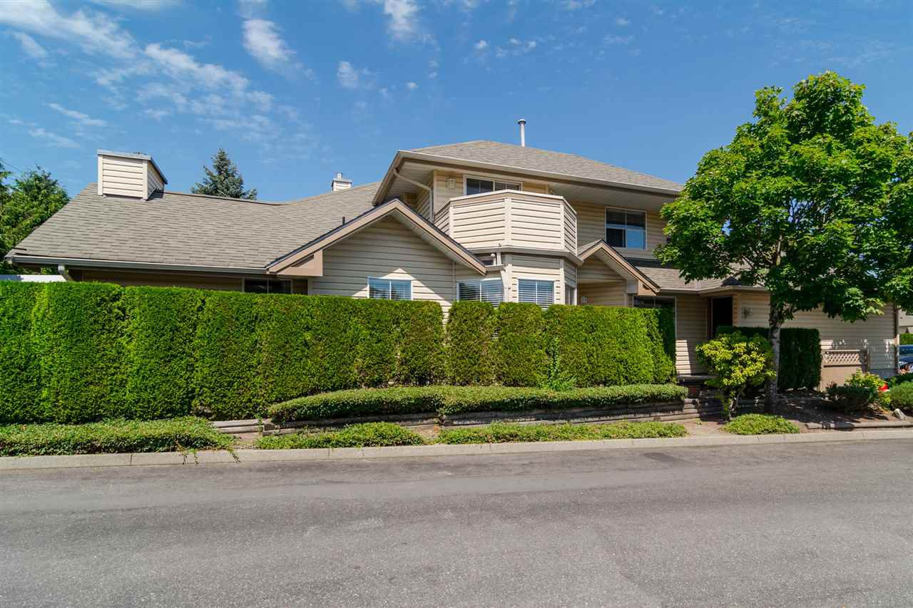 Main Photo: 37 6140 192 Street in Surrey: Cloverdale BC Townhouse for sale (Cloverdale)  : MLS®# R2189554