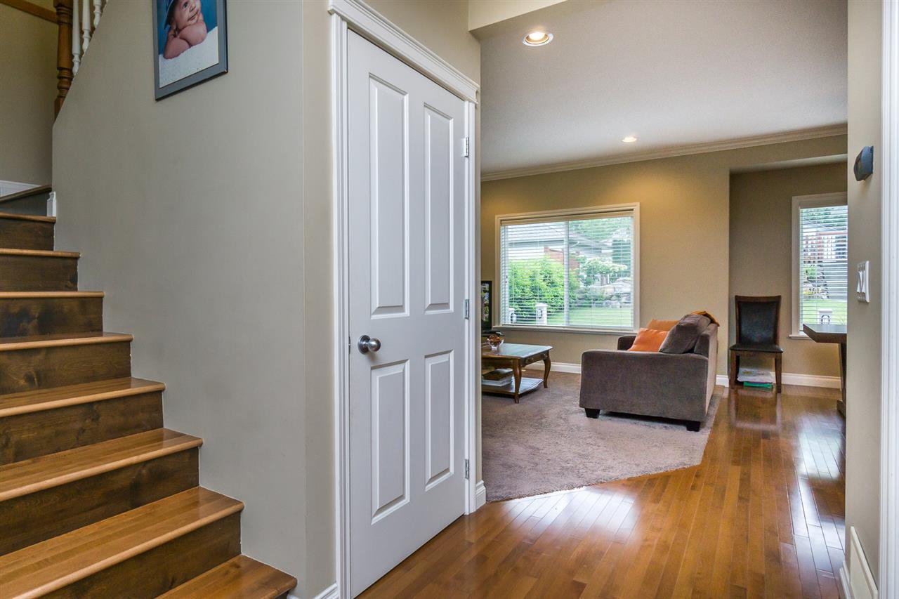 """Photo 11: Photos: 4382 BLAUSON Boulevard in Abbotsford: Abbotsford East House for sale in """"Auguston"""" : MLS®# R2191722"""