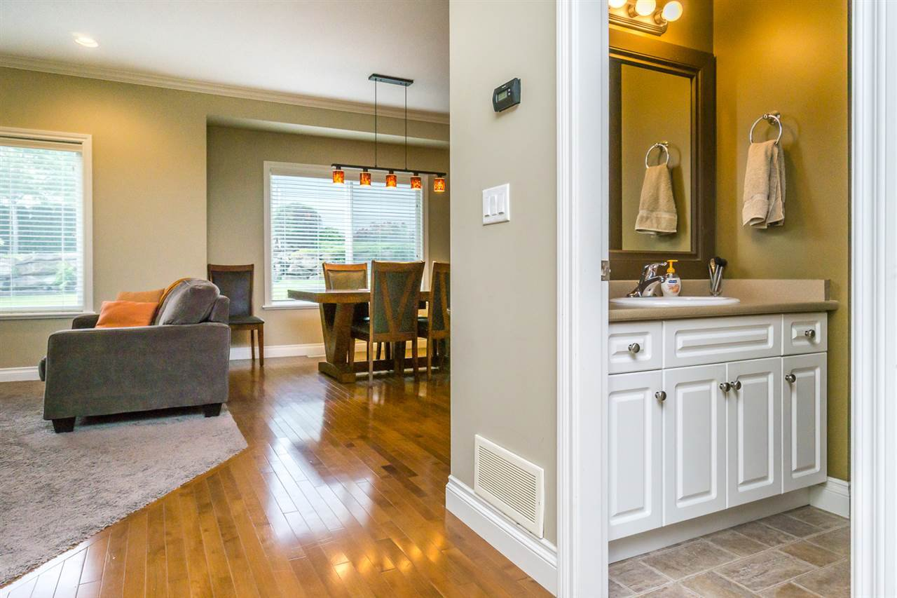 """Photo 10: Photos: 4382 BLAUSON Boulevard in Abbotsford: Abbotsford East House for sale in """"Auguston"""" : MLS®# R2191722"""