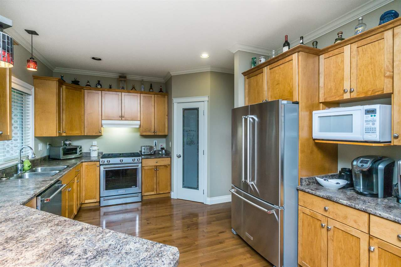 """Photo 6: Photos: 4382 BLAUSON Boulevard in Abbotsford: Abbotsford East House for sale in """"Auguston"""" : MLS®# R2191722"""