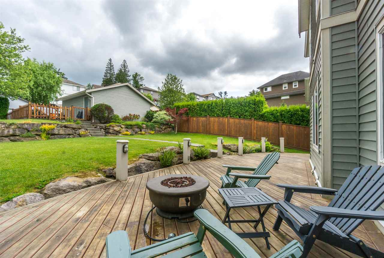 """Photo 17: Photos: 4382 BLAUSON Boulevard in Abbotsford: Abbotsford East House for sale in """"Auguston"""" : MLS®# R2191722"""