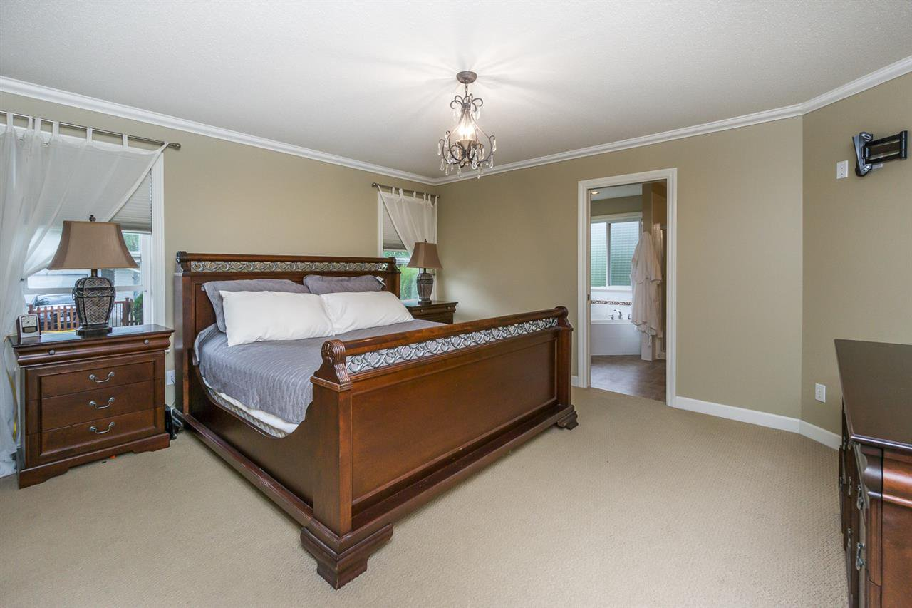 """Photo 13: Photos: 4382 BLAUSON Boulevard in Abbotsford: Abbotsford East House for sale in """"Auguston"""" : MLS®# R2191722"""