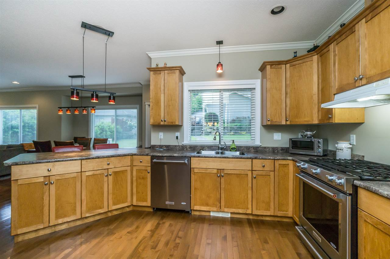 """Photo 7: Photos: 4382 BLAUSON Boulevard in Abbotsford: Abbotsford East House for sale in """"Auguston"""" : MLS®# R2191722"""