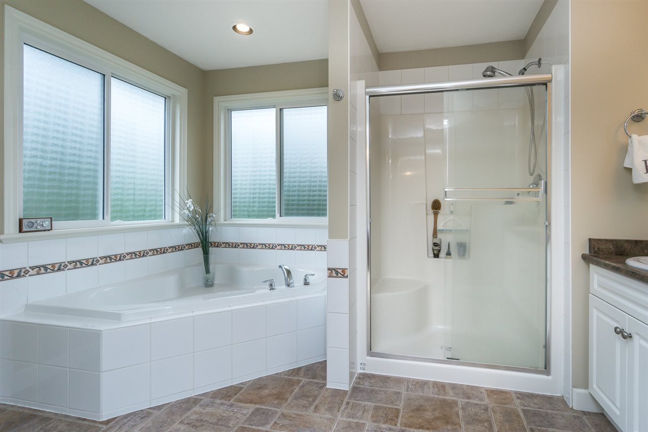 """Photo 14: Photos: 4382 BLAUSON Boulevard in Abbotsford: Abbotsford East House for sale in """"Auguston"""" : MLS®# R2191722"""